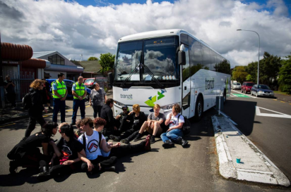 bus crew